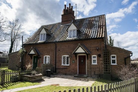 Oak Tree Cottage Image 1